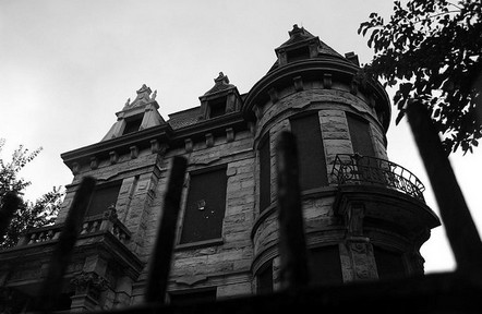 5 Signs Your Home is Haunted